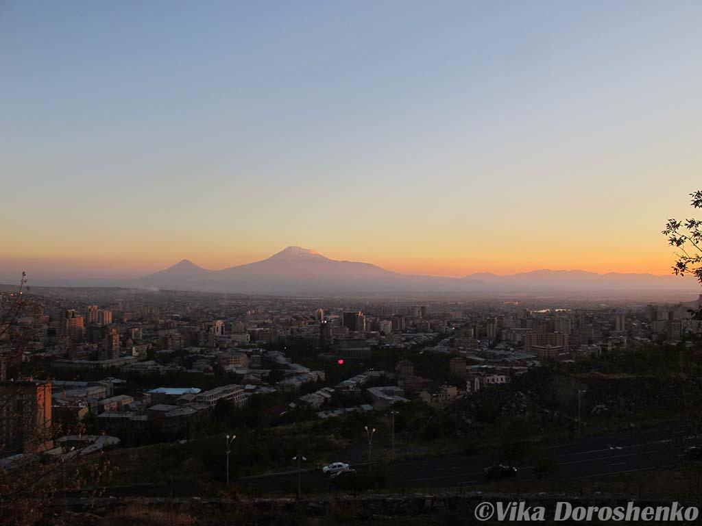 Армянский пейзаж заката